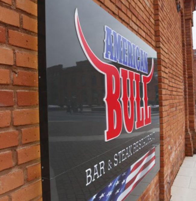 Kaseton-dibondu-American-Bull-Manufaktura